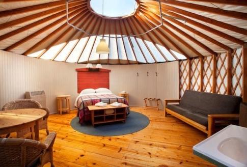 inside-yurt11